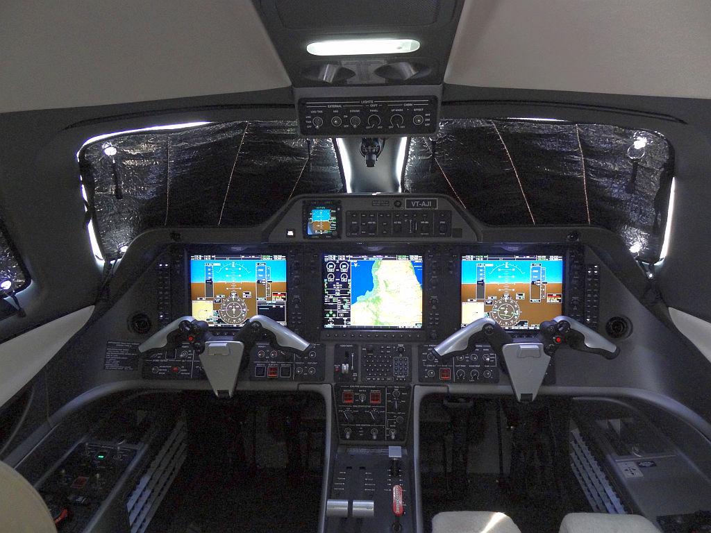 Phenom 300 cockpit phenom executive jet line leaders of innovation - The