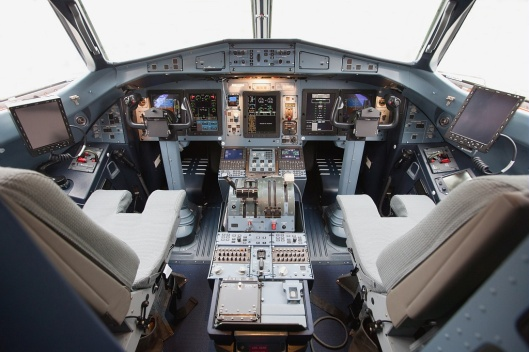 atr21304atr72600royalairmaroccockpitgeneralview
